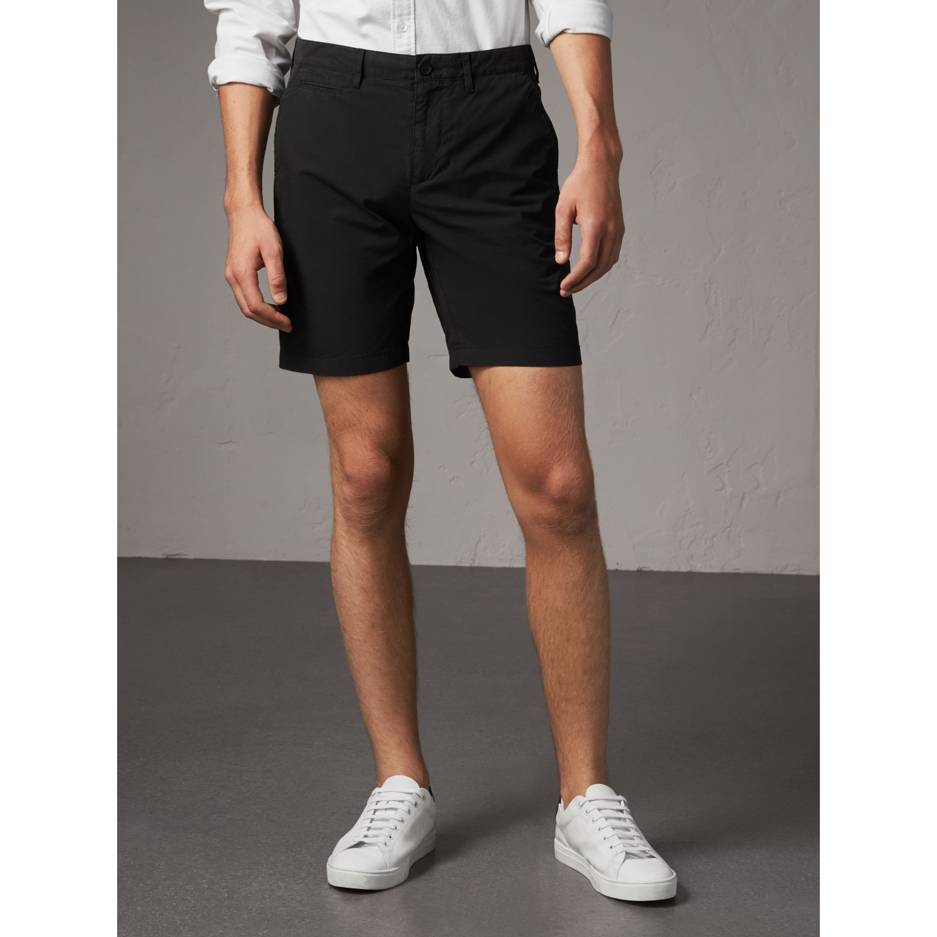 Short chino en popeline de coton (Noir) - Homme | Burberry - photo de la galerie 5