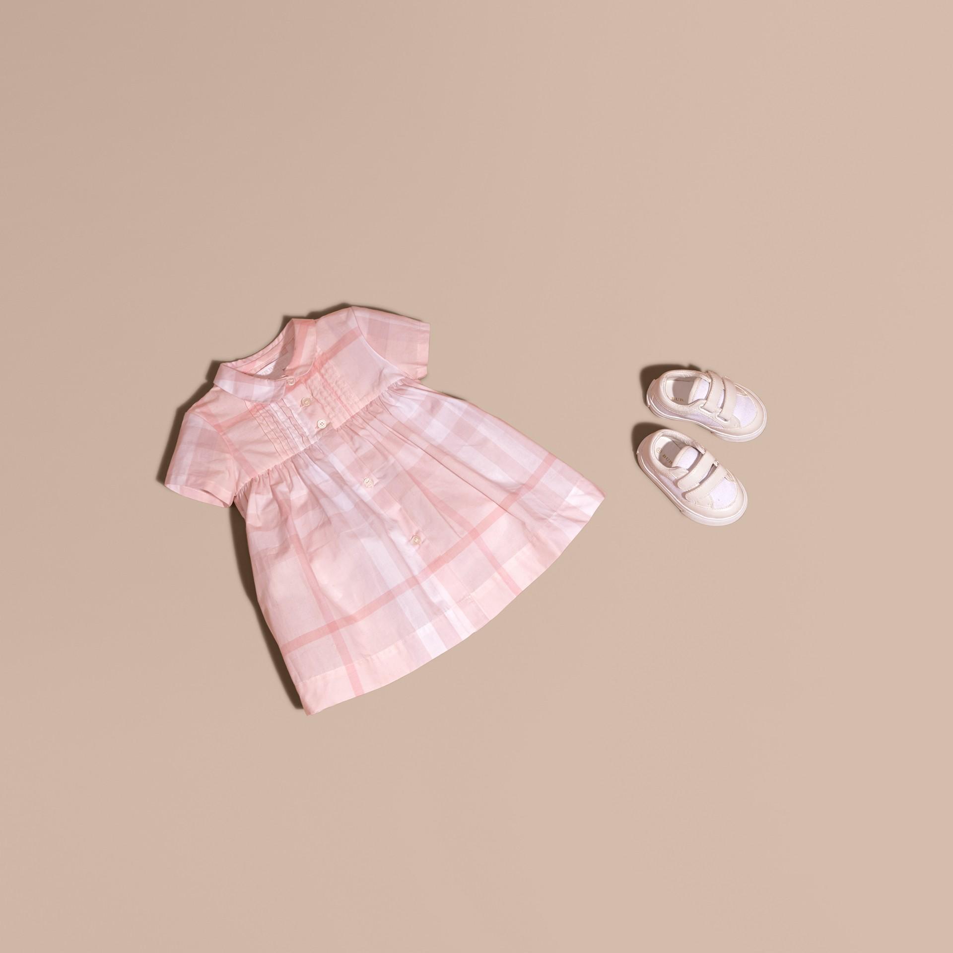 Rose glacé Robe et bloomer à plis en coton à motif check - photo de la galerie 1