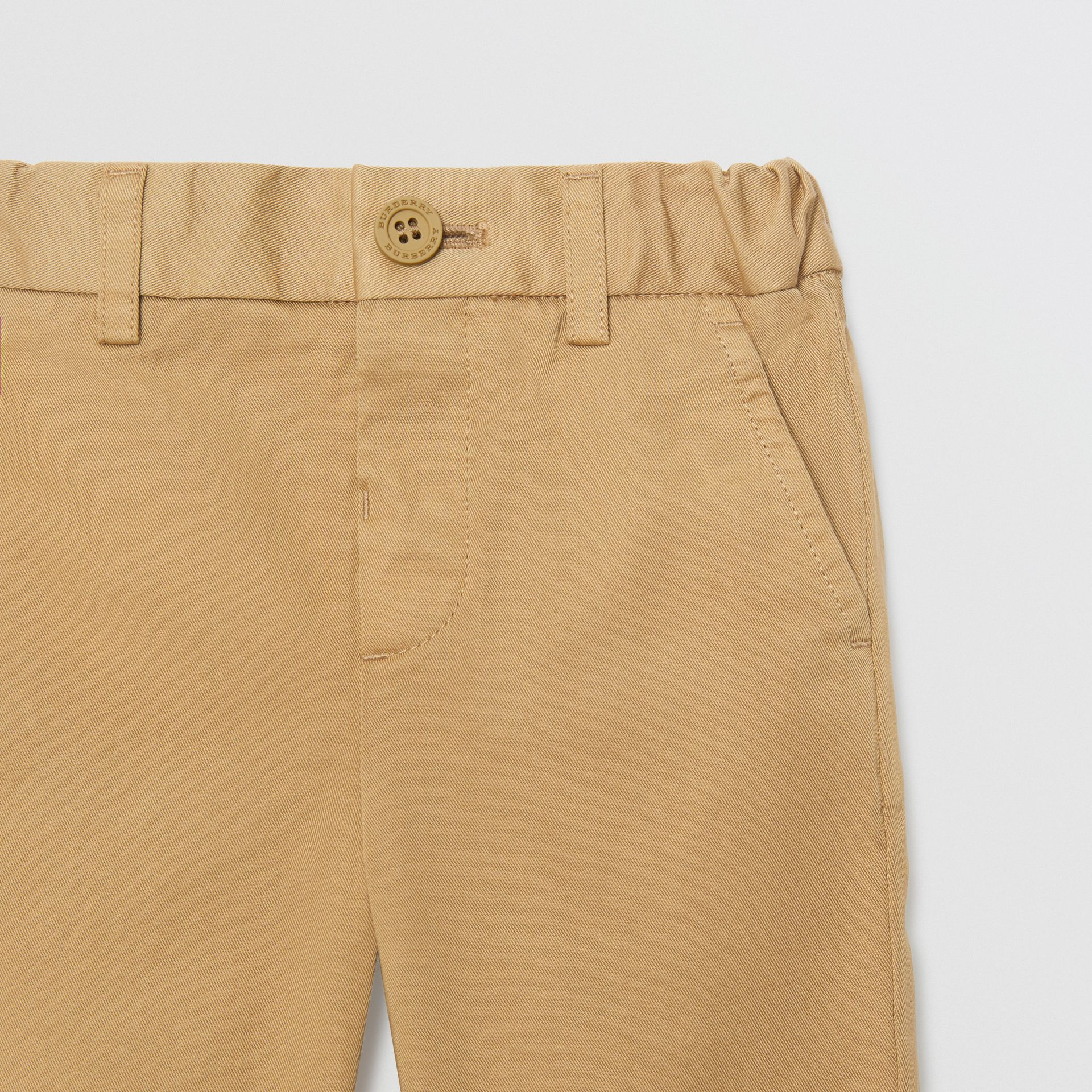 Pantalon chino en coton (Taupe) - Enfant | Burberry Canada - photo de la galerie 4