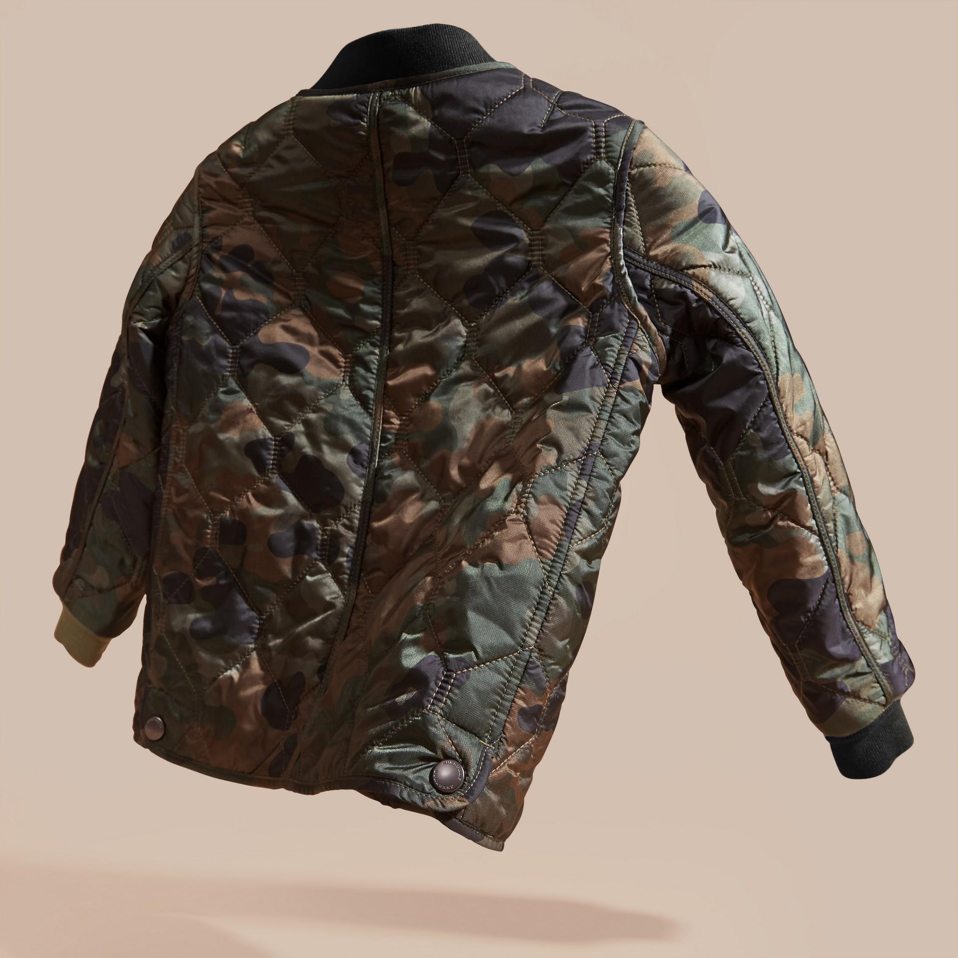 Verde cedro scuro Bomber trapuntato in nylon camouflage - immagine della galleria 4