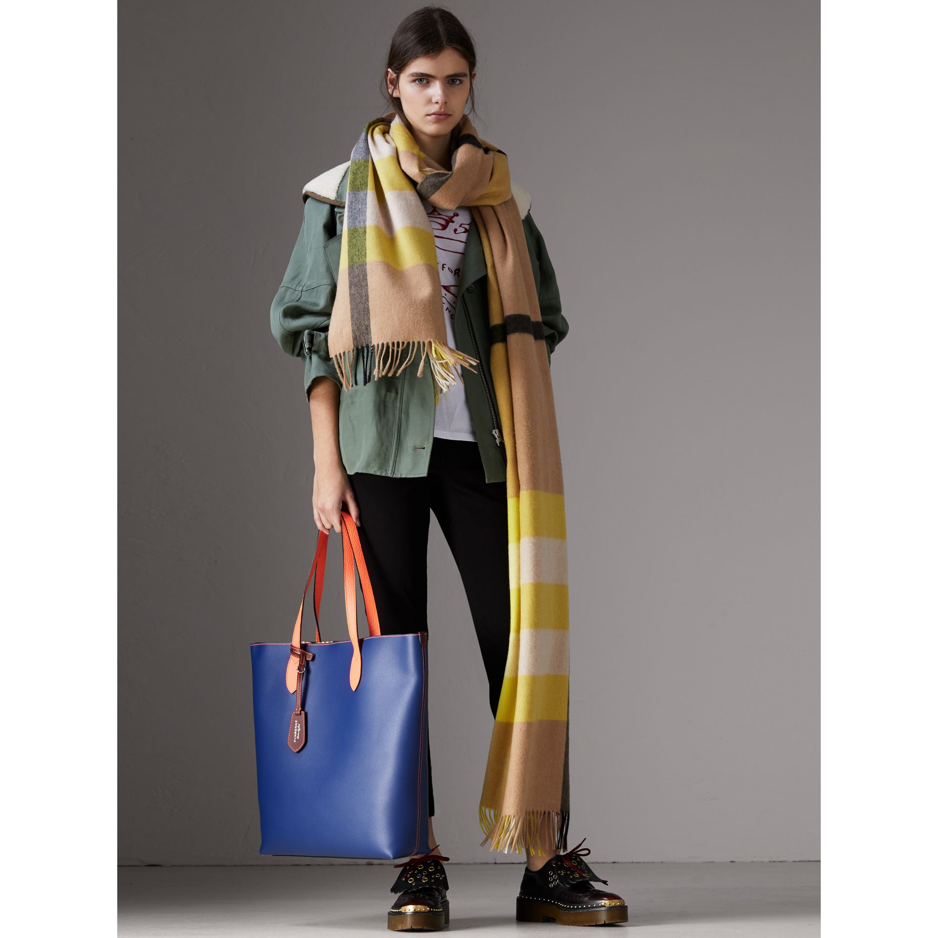 Medium Two-tone Coated Leather Tote in Dark Ultramarine | Burberry Australia - gallery image 2