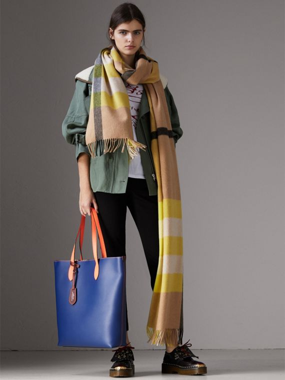 Medium Two-tone Coated Leather Tote in Dark Ultramarine | Burberry Australia - cell image 2