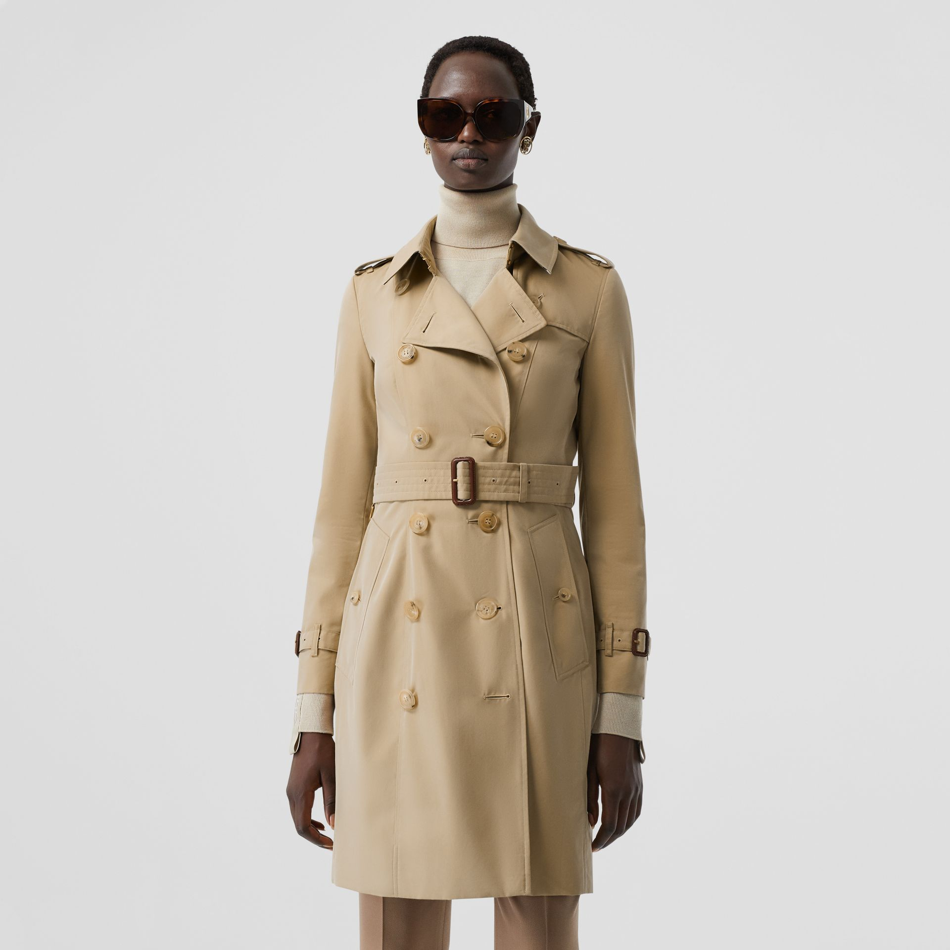 The Mid-length Chelsea Heritage Trench Coat in Honey | Burberry Canada - gallery image 7