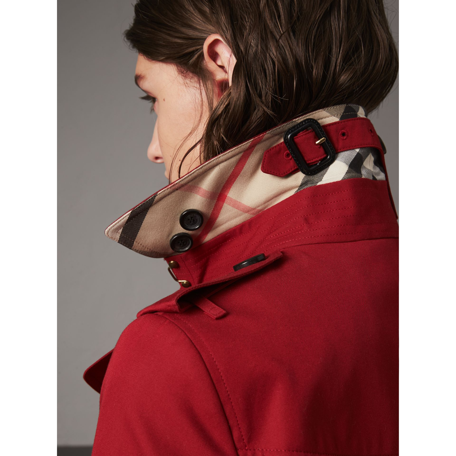 The Sandringham – Mid-length Heritage Trench Coat in Parade Red - Women | Burberry - gallery image 2