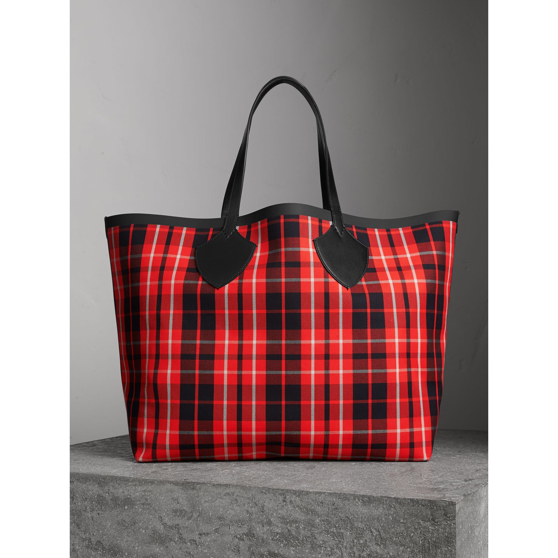 The Giant Reversible Tote in Tartan Cotton in Vibrant Red/black | Burberry Australia - gallery image 1