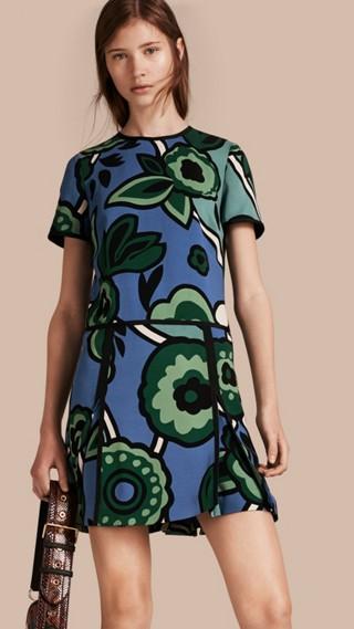Robe taille basse à motif floral graphique
