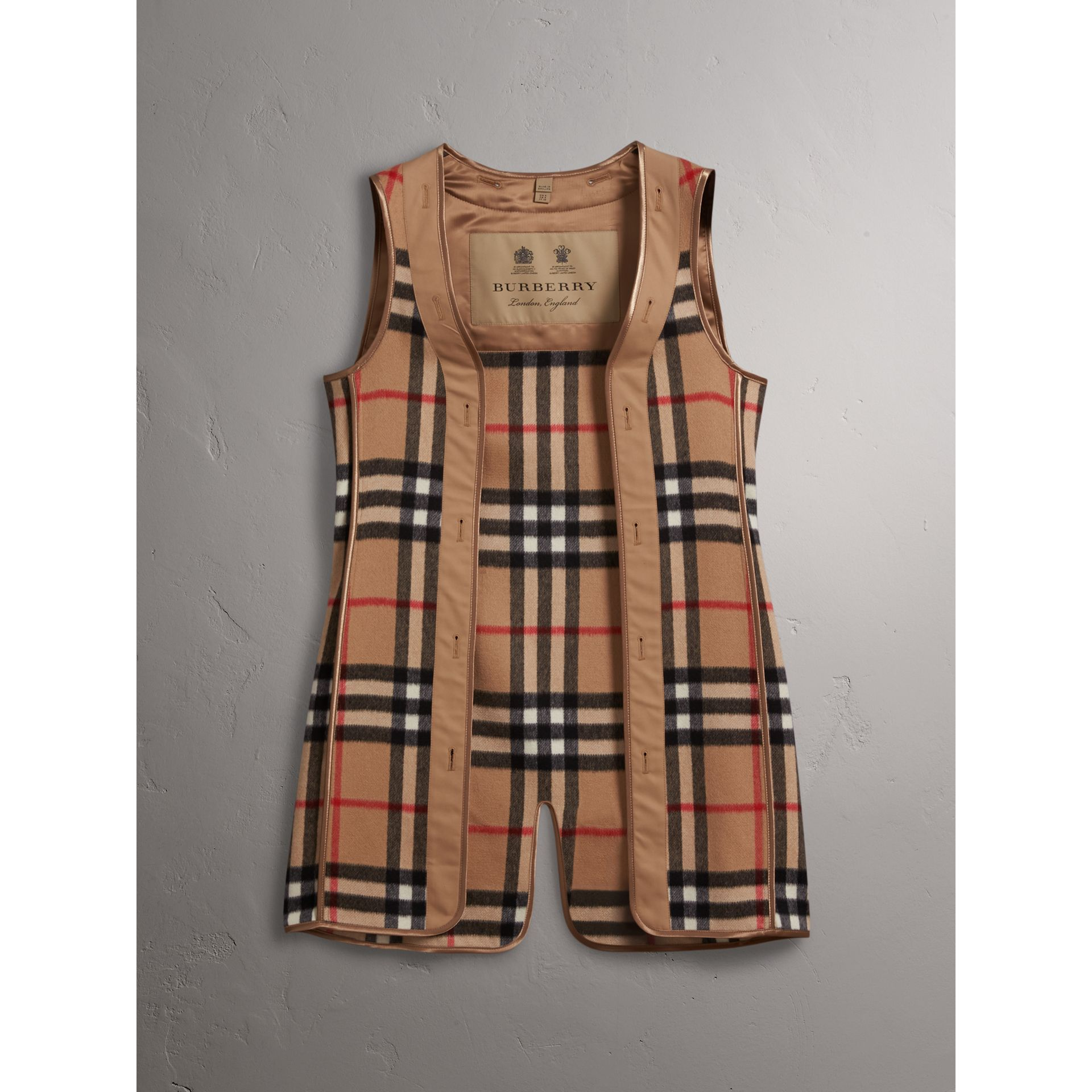 Sandringham-fit House Check Cashmere Wool Warmer in Camel - Women | Burberry Canada - gallery image 1