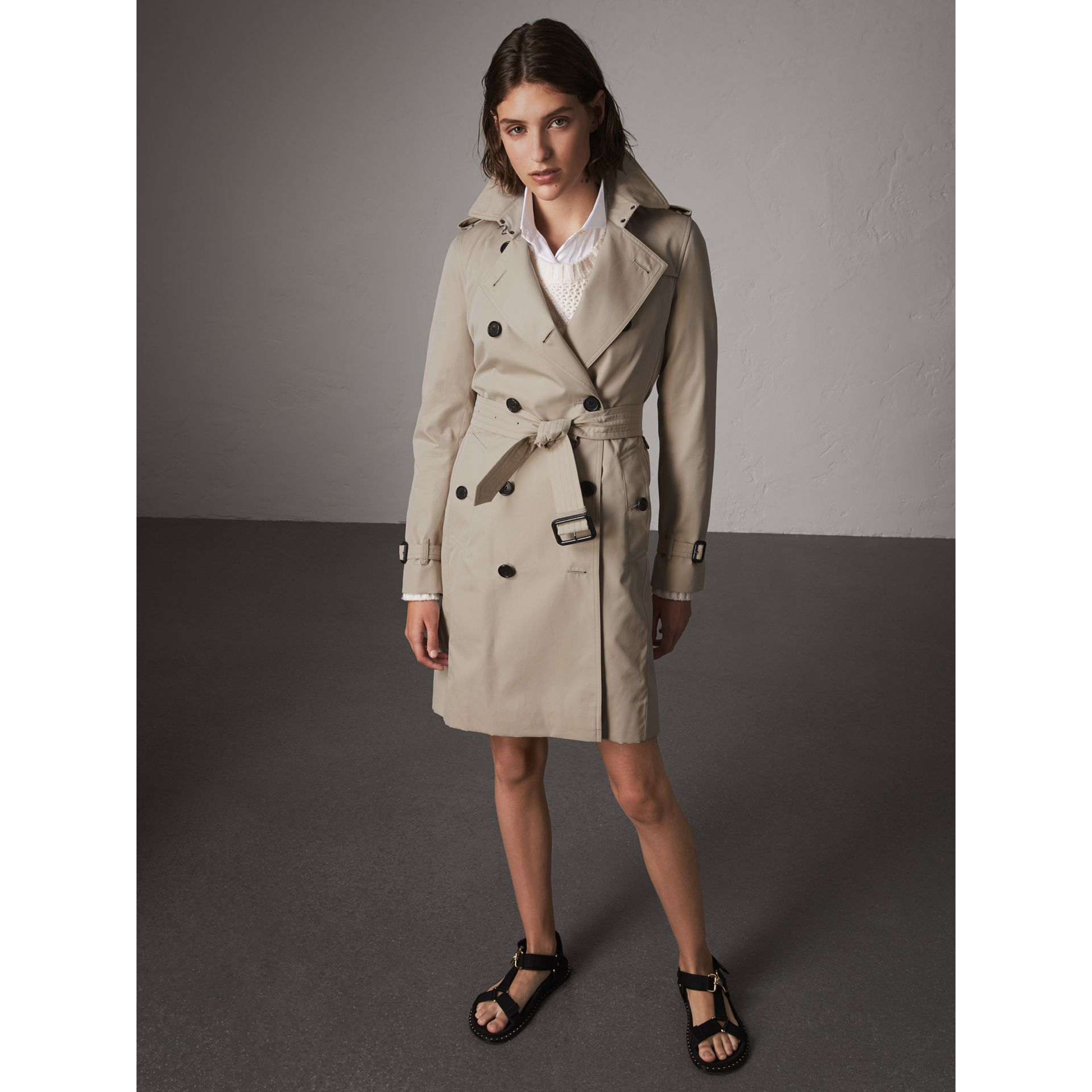The Kensington – Long Trench Coat in Stone - Women | Burberry - gallery image 7