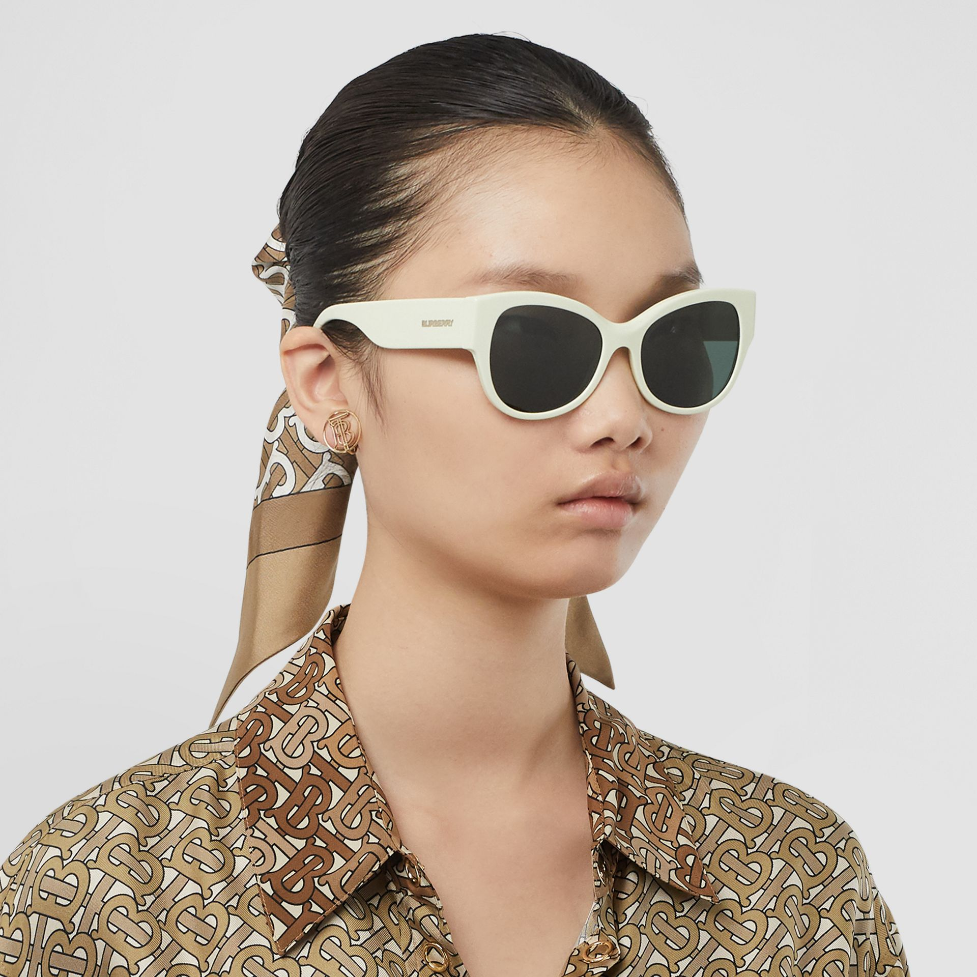 Butterfly Frame Sunglasses in Pistachio - Women | Burberry - gallery image 2