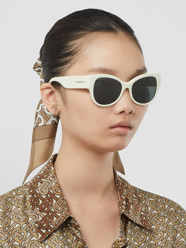 Butterfly Frame Sunglasses in Pistachio - Women | Burberry - cell image 2
