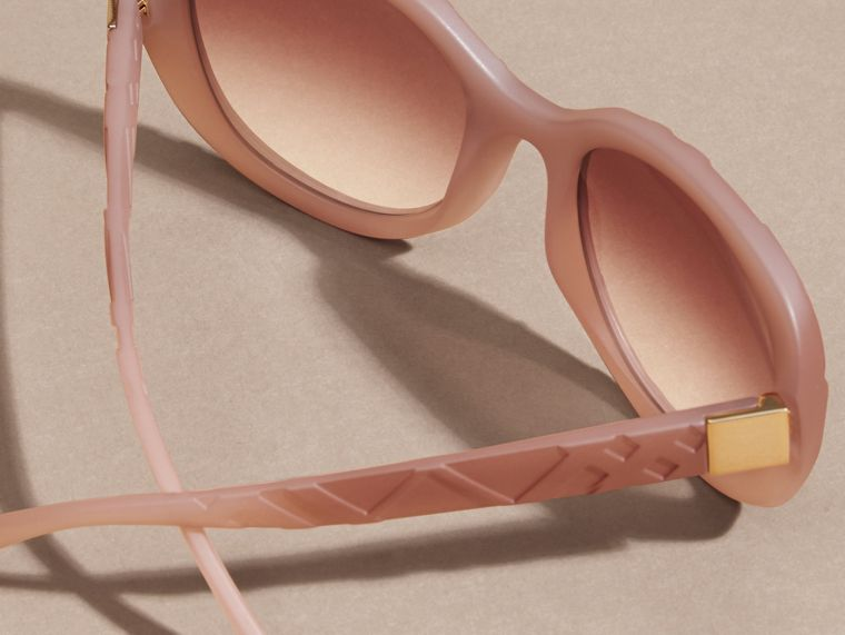 Pale rose 3D Check Round Frame Sunglasses Pale Rose - cell image 4