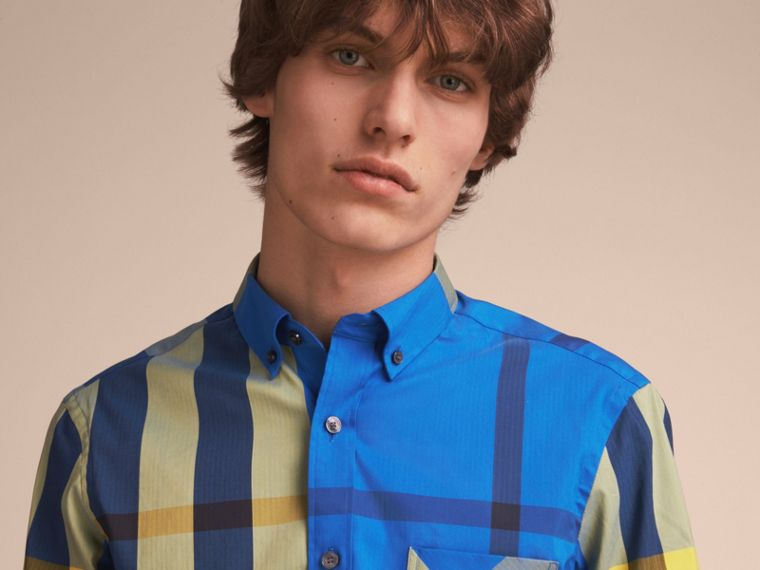 Camicia in misto cotone stretch con motivo tartan e colletto button-down (Blu Tela Intenso) - Uomo | Burberry - cell image 4