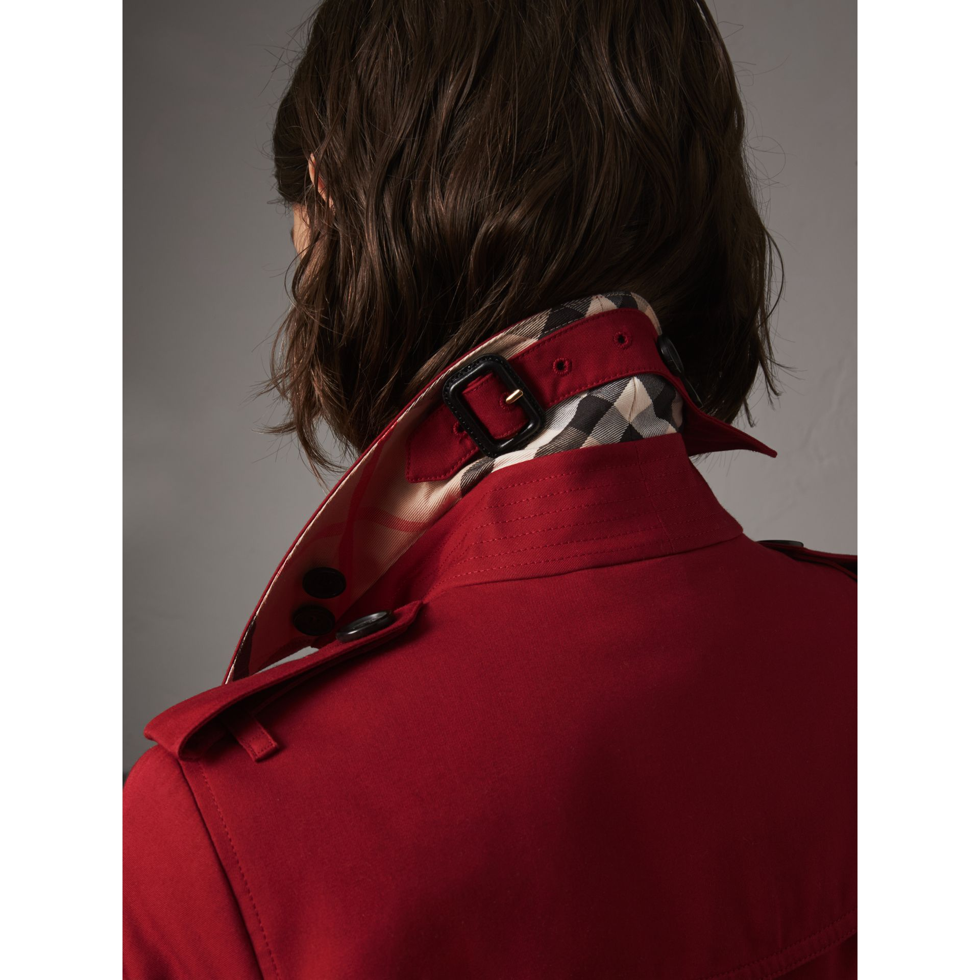 The Sandringham – Short Heritage Trench Coat in Parade Red - Women | Burberry - gallery image 5