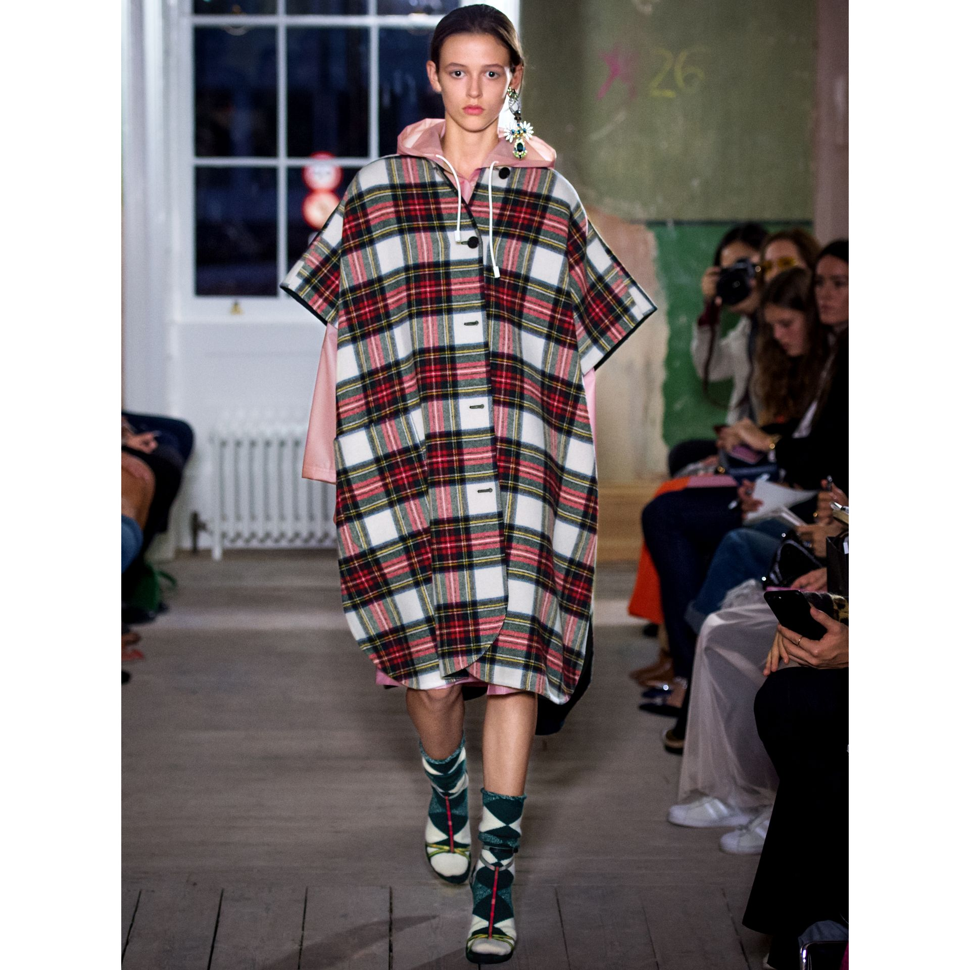 Reversible Tartan Oversized Poncho in Natural White/bottle Green | Burberry Singapore - gallery image 7