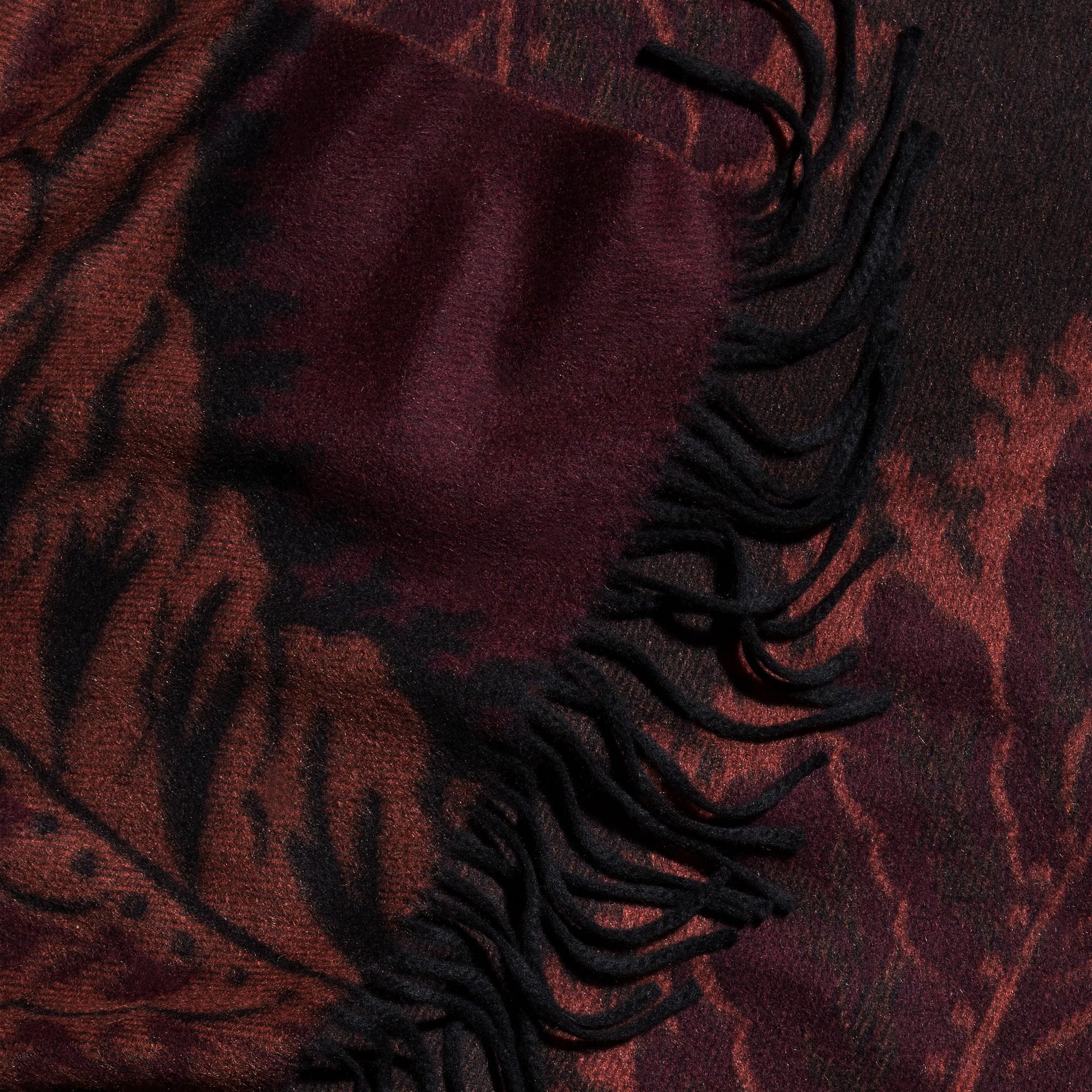 Garnet pink Poncho de cashmere com estampa de folhas em trama jacquard Garnet Pink - galeria de imagens 2