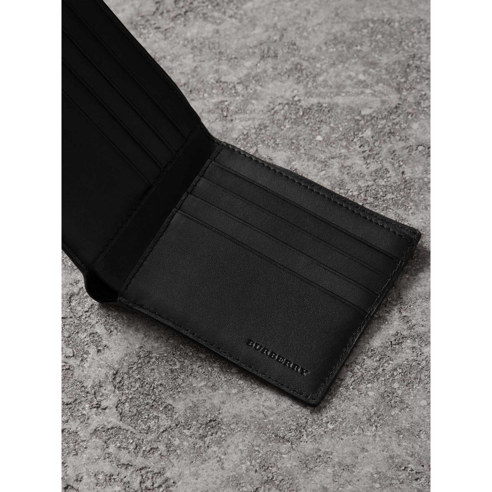 London Check International Bifold Wallet in Chocolate/black - Men | Burberry Singapore - gallery image 3