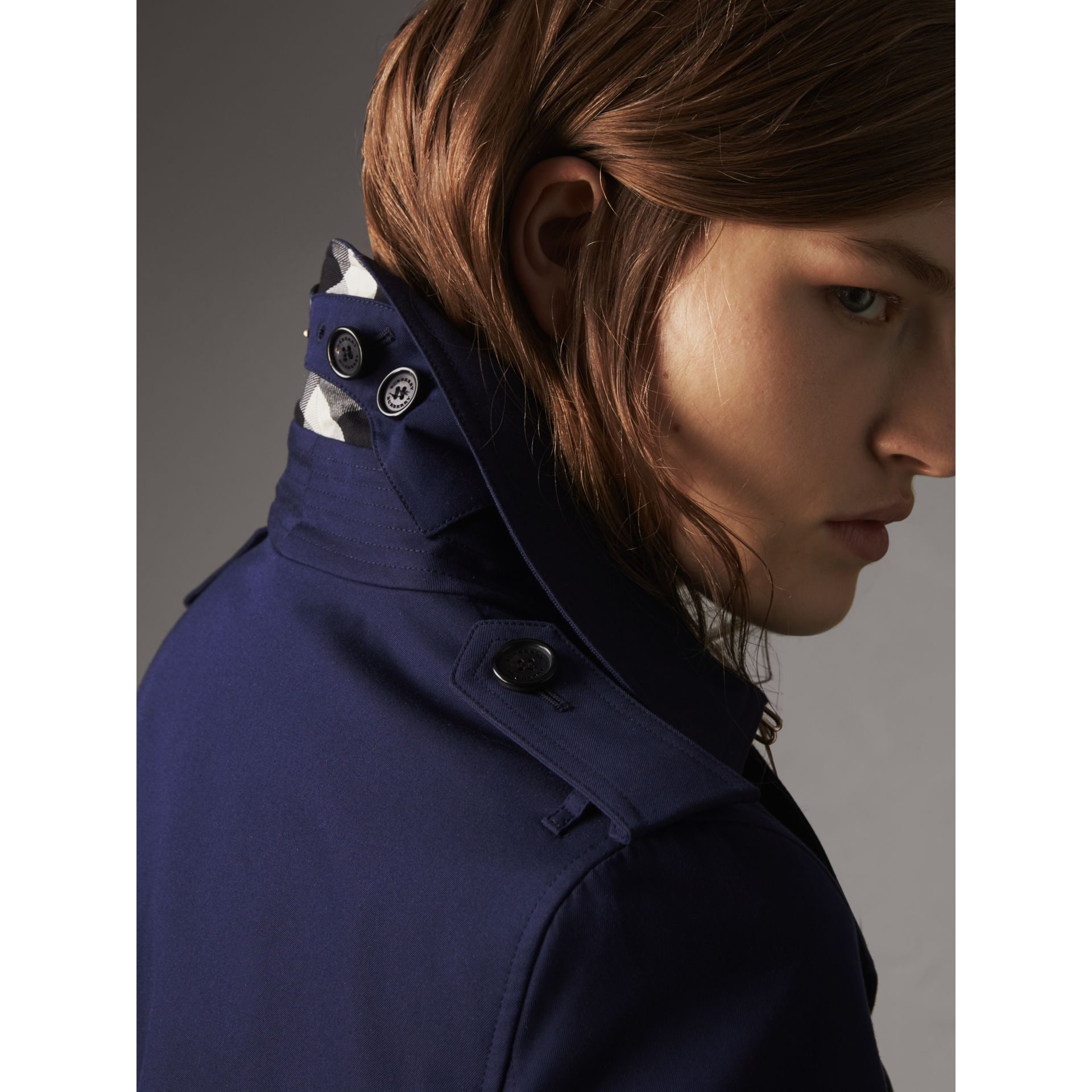 Cotton Gabardine Trench Coat in Blueberry - Women | Burberry Canada - gallery image 2