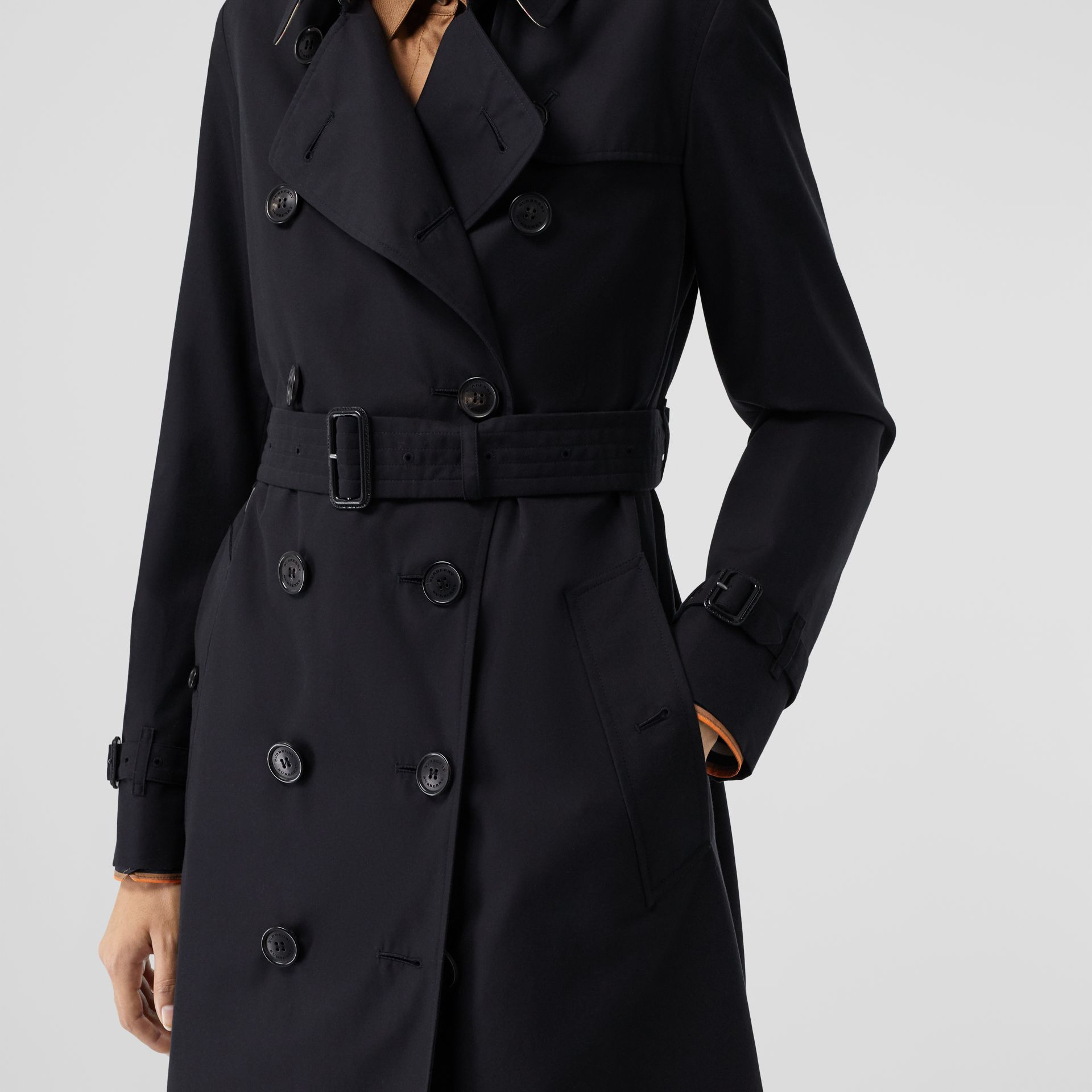 The Mid-length Kensington Heritage Trench Coat in Midnight - Women | Burberry United Kingdom - gallery image 5