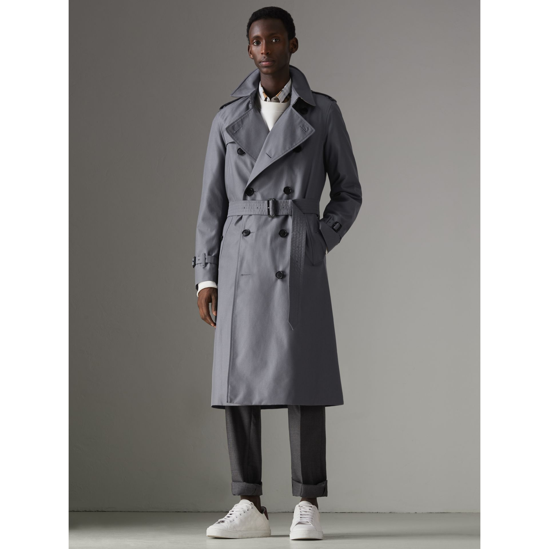 The Long Chelsea Heritage Trench Coat in Mid Grey - Men | Burberry - gallery image 7
