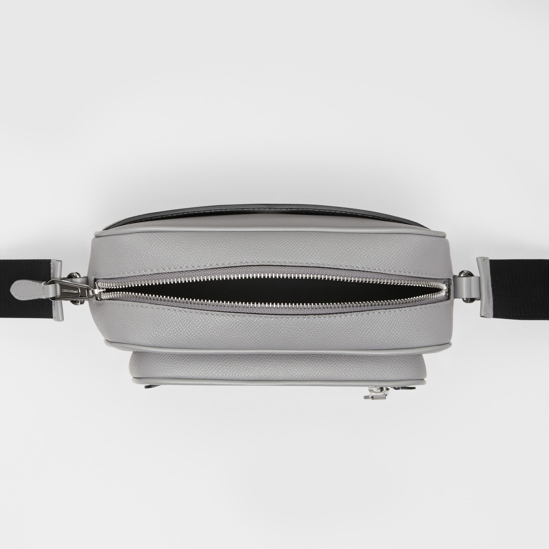 Grainy Leather Crossbody Bag in Cloud Grey | Burberry United Kingdom - gallery image 4