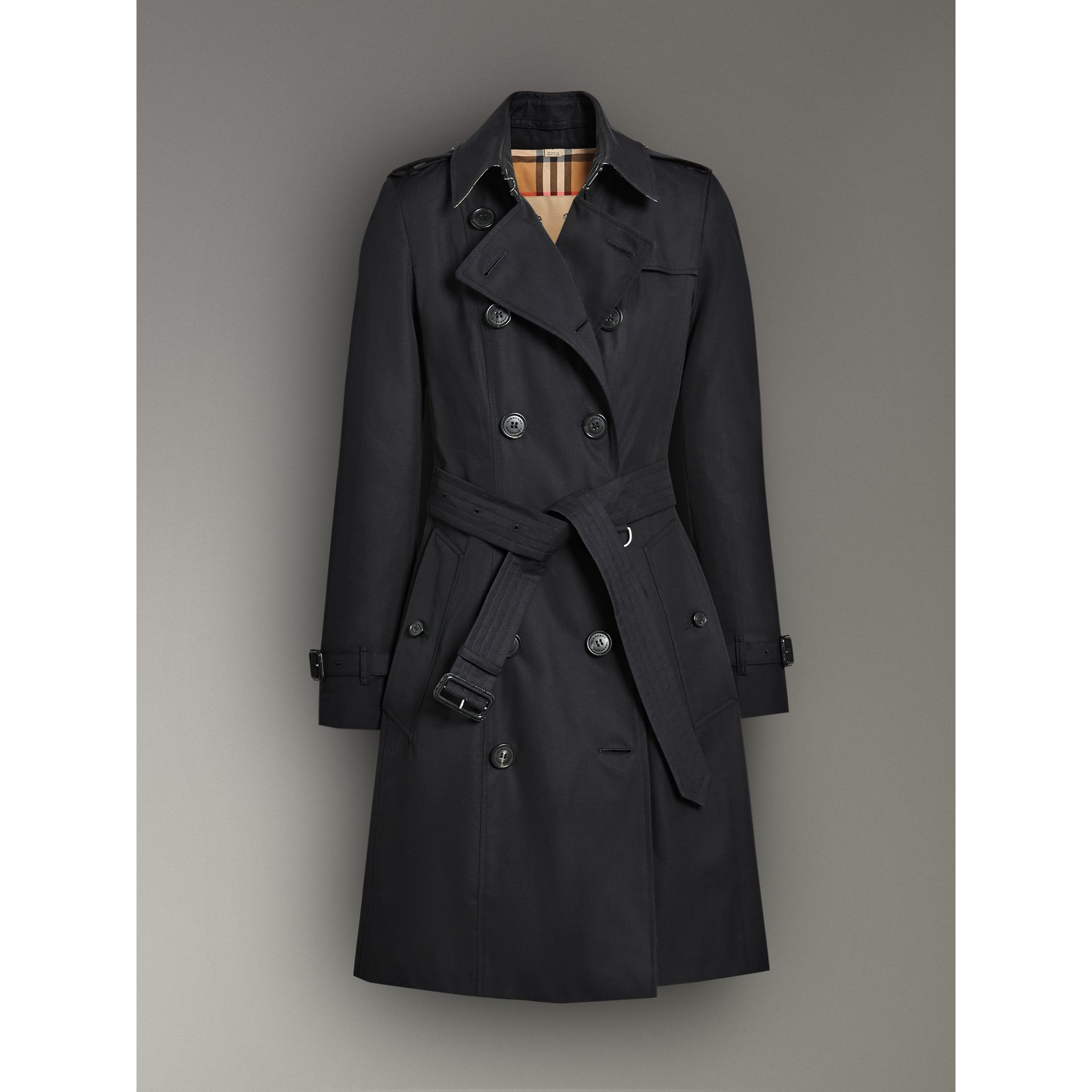 The Chelsea Heritage Trench Coat in Midnight - Women | Burberry Australia - gallery image 3