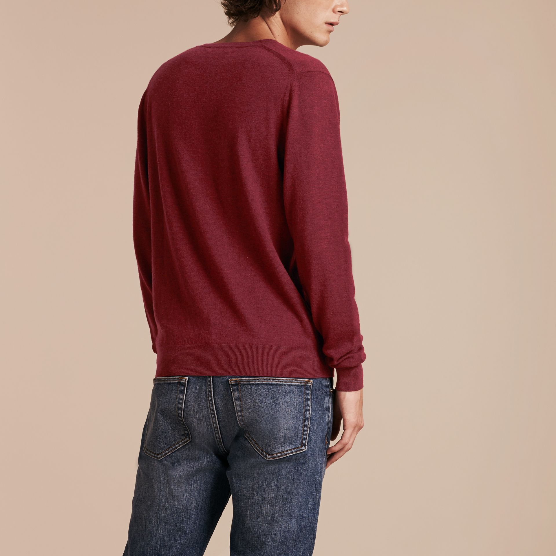 Dark elderberry Cashmere V-neck Sweater Dark Elderberry - gallery image 3