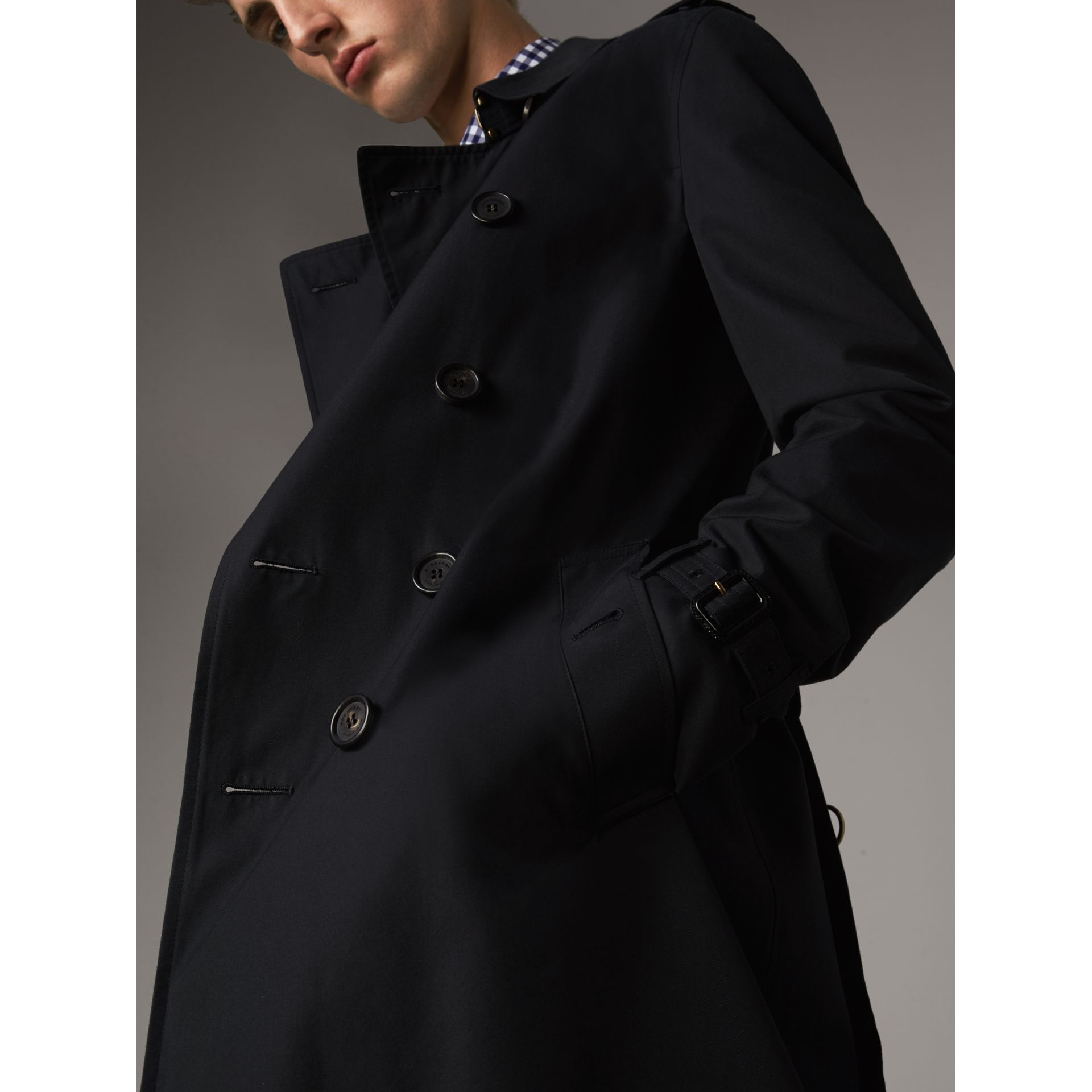The Chelsea – Long Trench Coat in Navy - Men | Burberry Singapore - gallery image 6