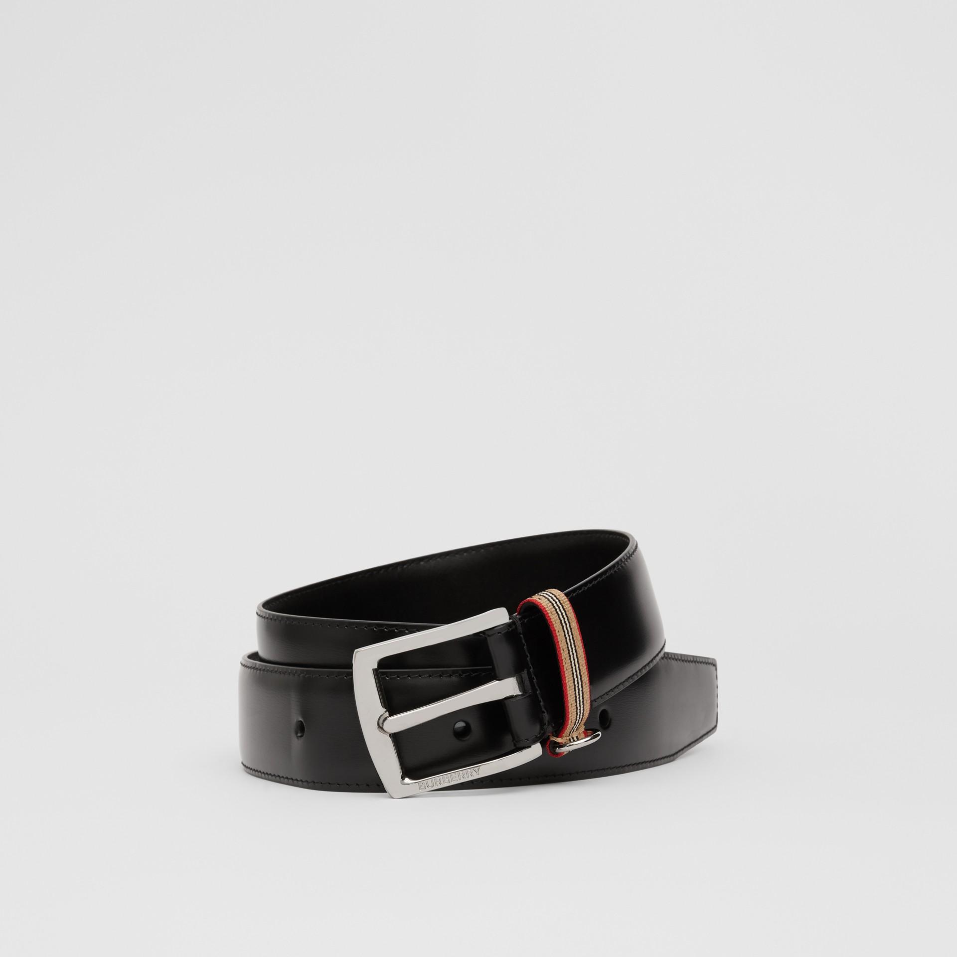Cintura in pelle con dettaglio nell'iconico motivo a righe (Nero) | Burberry - immagine della galleria 0