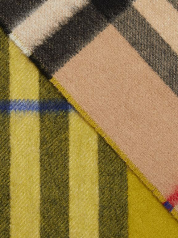 Long Reversible Check Double-faced Cashmere Scarf in Lime Citrine | Burberry - cell image 1