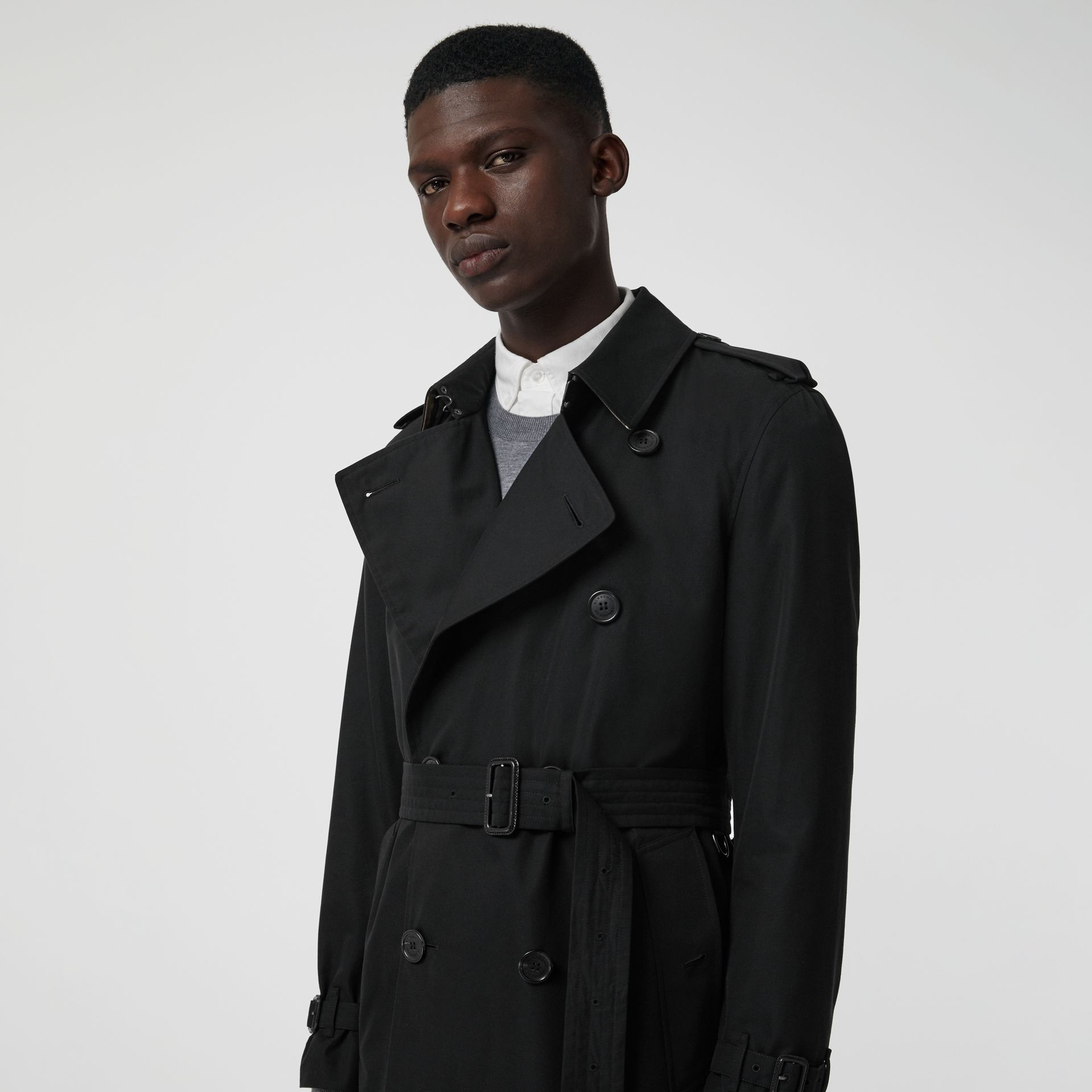 The Long Kensington Heritage Trench Coat in Black - Men | Burberry United Kingdom - gallery image 1