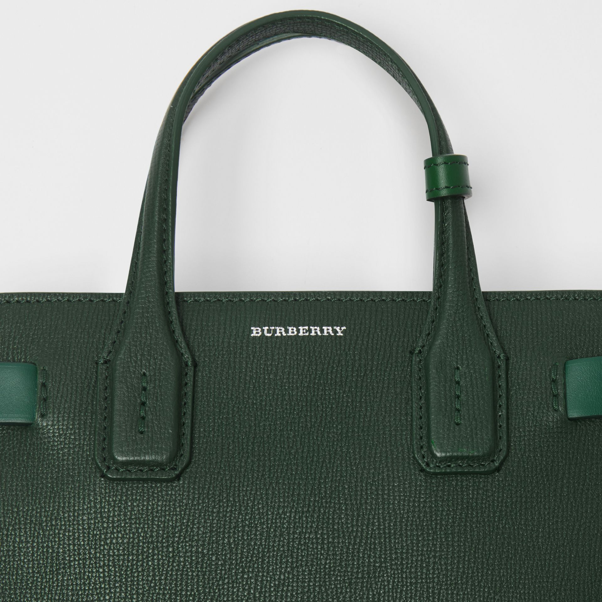 The Small Banner in Grainy Leather in Vintage Green - Women | Burberry - gallery image 1