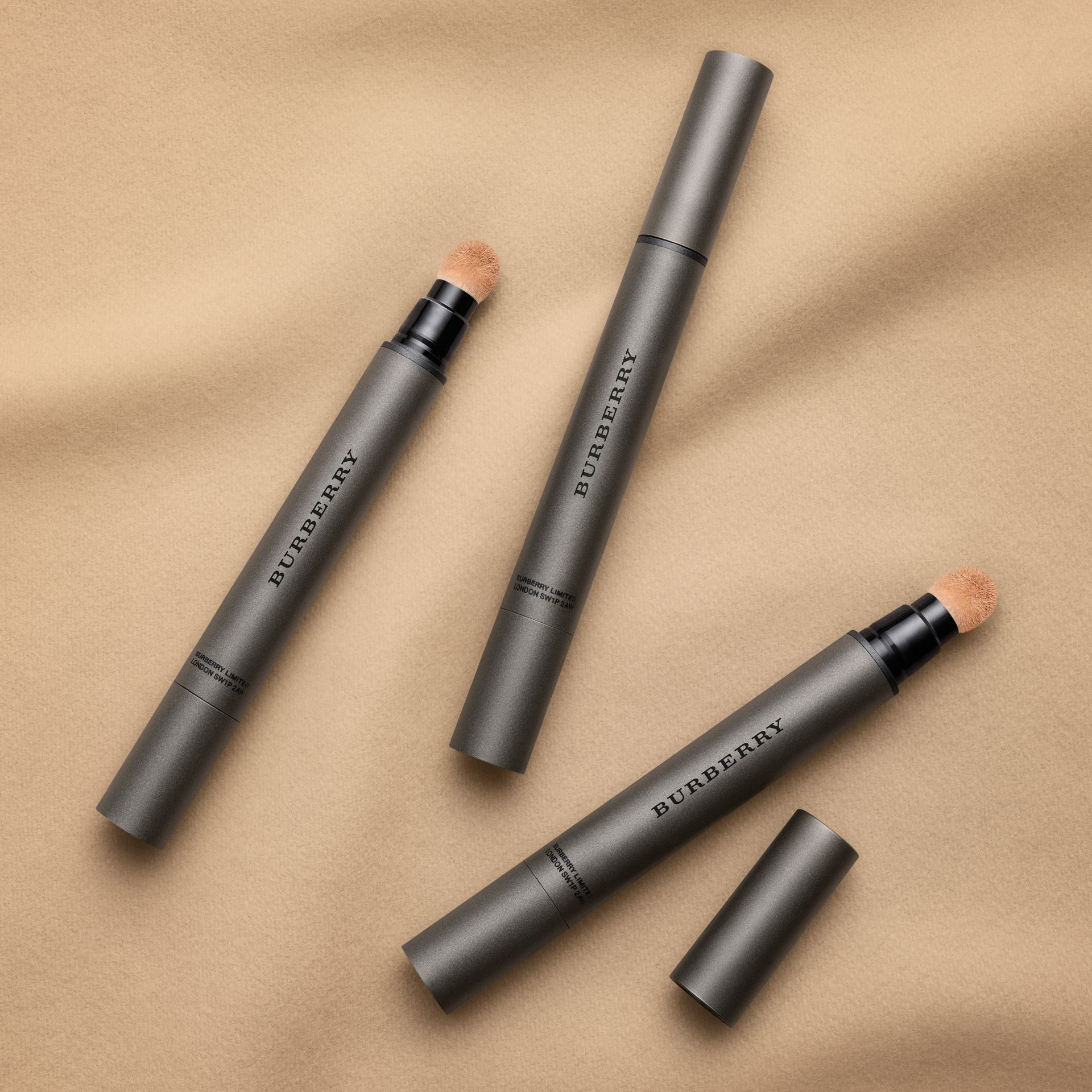 Warm honey 08 Burberry Cashmere Concealer – Warm Honey No.08 - gallery image 4
