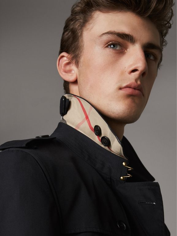 The Chelsea – Short Trench Coat in Navy - Men | Burberry - cell image 1