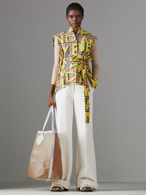 The Giant Tote in Logo Print Jute in Chalk White - Women | Burberry Singapore - cell image 2
