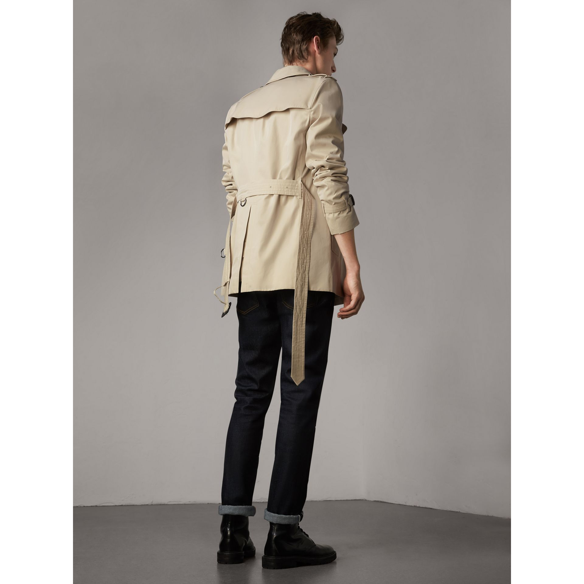 The Kensington – Short Trench Coat in Stone - Men | Burberry United Kingdom - gallery image 3