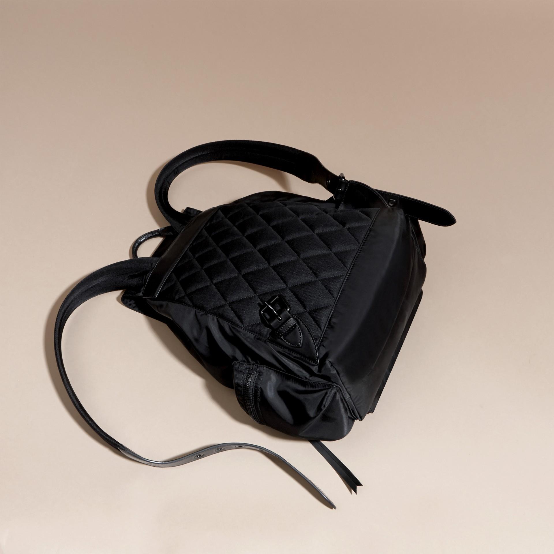 Noir Grand sac The Rucksack en nylon technique et cuir Noir - photo de la galerie 4