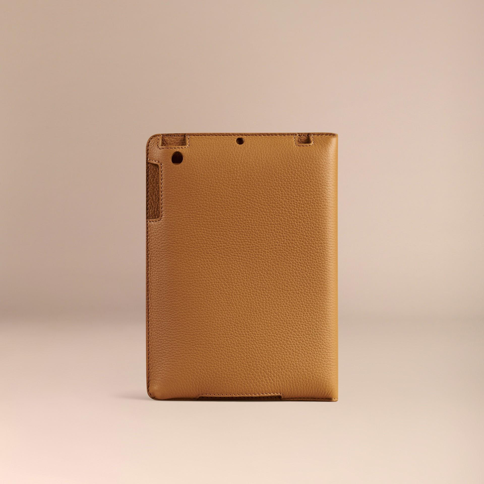 Jaune ocre Étui pour iPad mini en cuir grainé Jaune Ocre - photo de la galerie 3