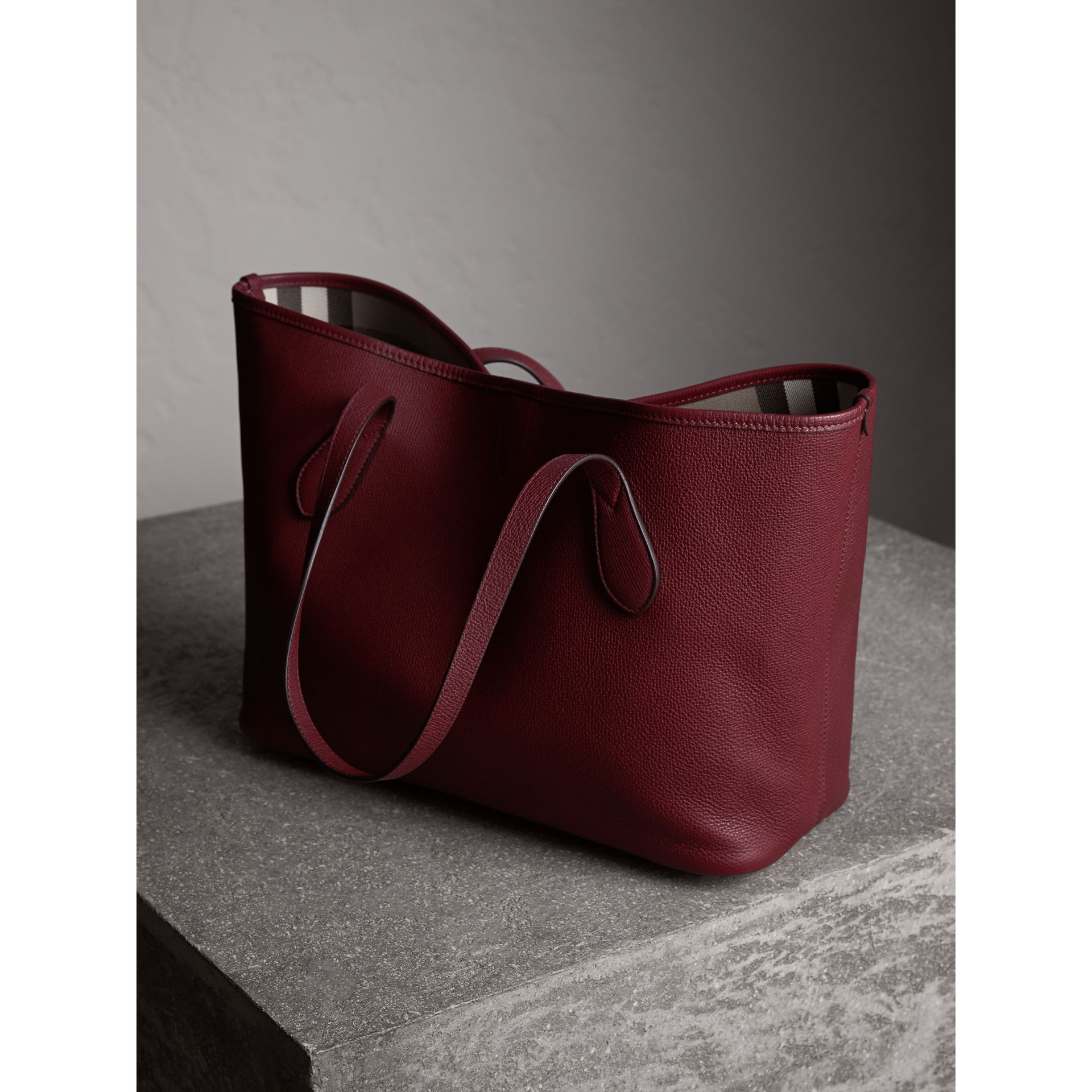 Medium Grainy Leather Tote Bag in Mahogany Red - Women | Burberry Canada - gallery image 4