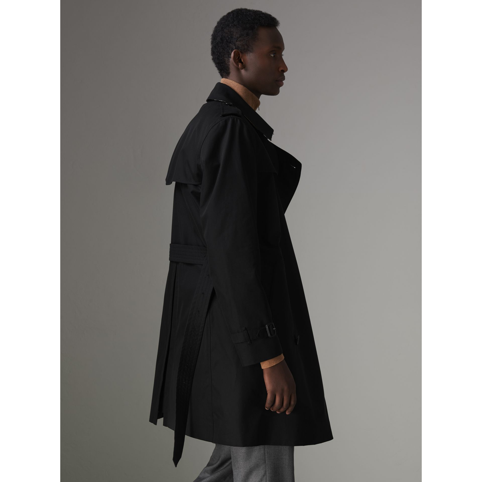 The Kensington Heritage Trench Coat in Black - Men | Burberry - gallery image 2
