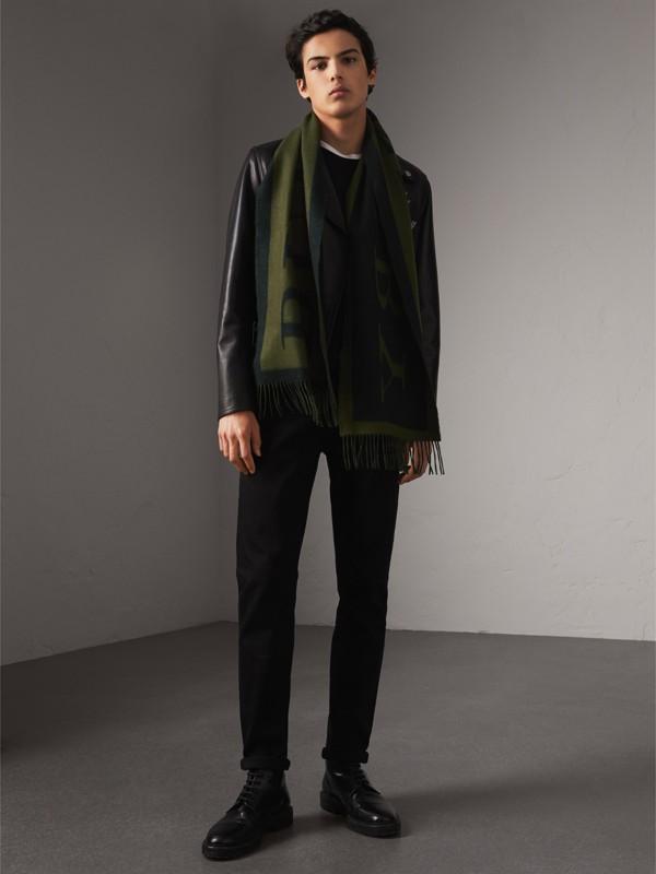 Cachecol de cashmere estampado com emblema (Verde Oliva) | Burberry - cell image 2