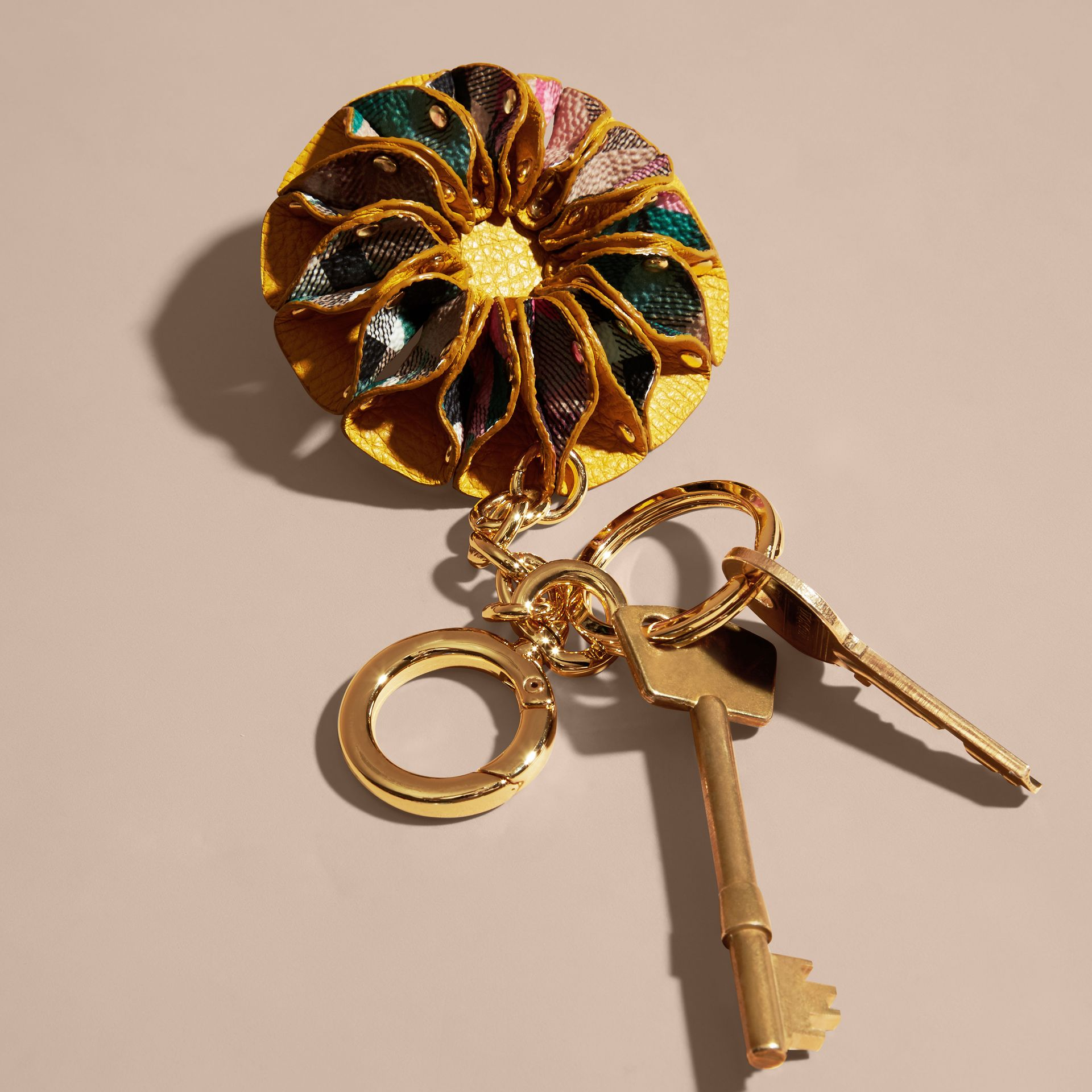Larch yellow Floral Print Haymarket Check Concertina Key Charm Larch Yellow - gallery image 3