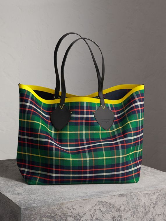 The Giant Reversible Tote in Tartan Cotton in Forest Green/deep Navy