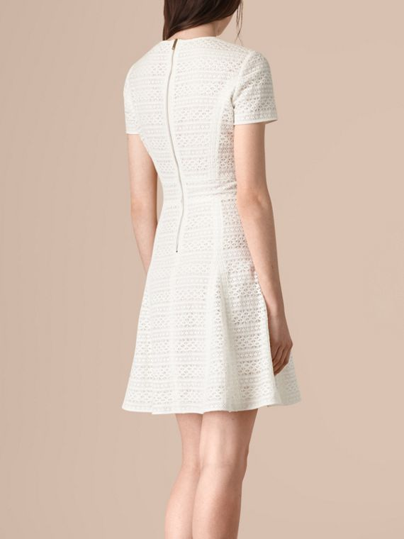 Blanc Robe trapèze en dentelle anglaise - cell image 2
