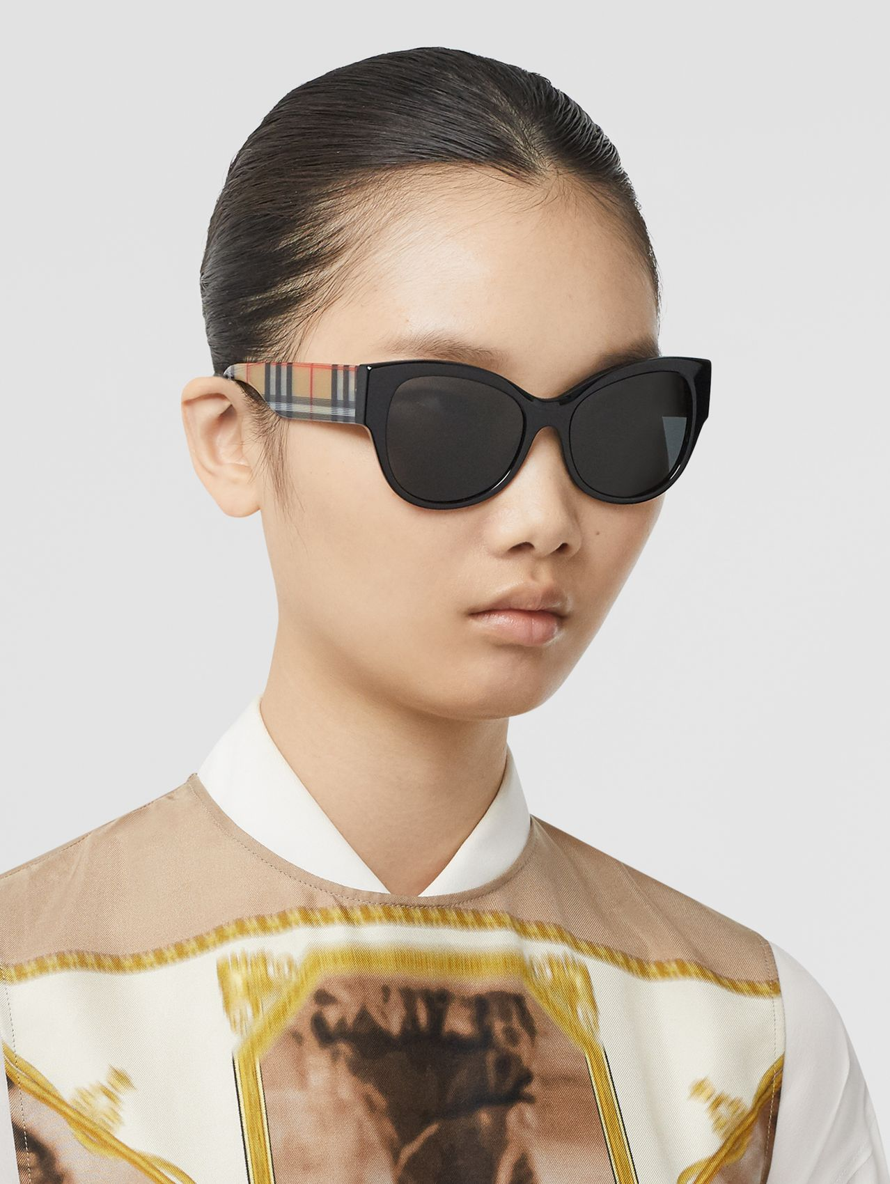 Vintage Check Detail Butterfly Frame Sunglasses in Black/beige