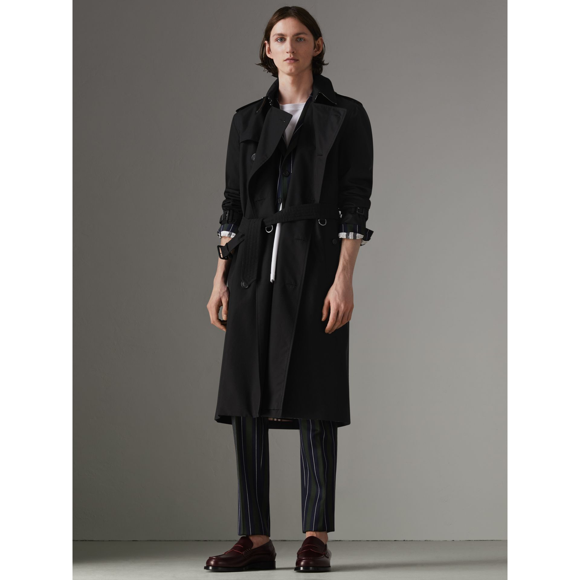 The Long Kensington Heritage Trench Coat in Black - Men | Burberry - gallery image 9