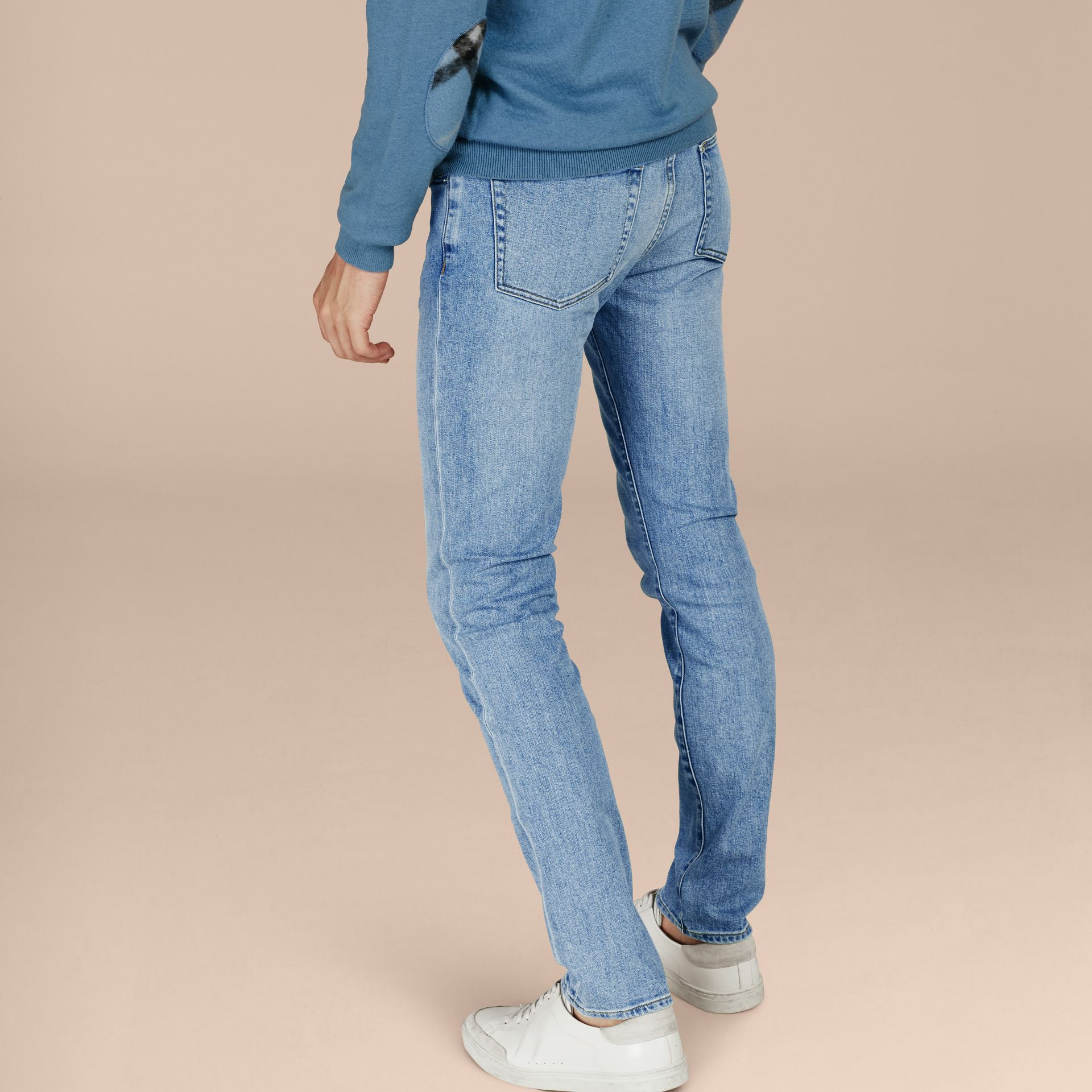Indigo clair Jean slim stretch en denim japonais ultra-confortable - photo de la galerie 7