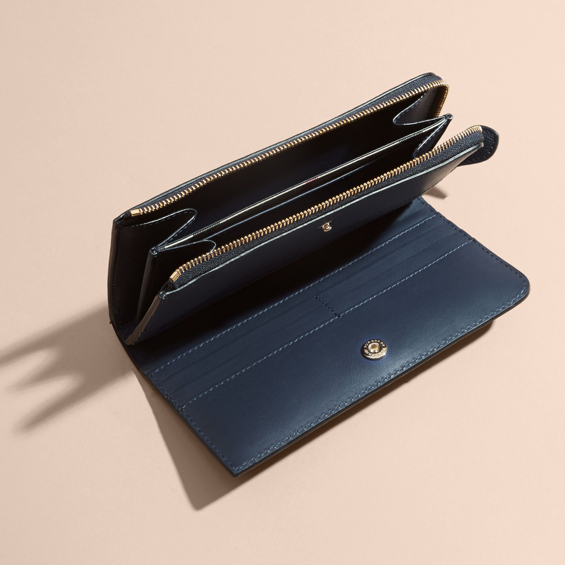 Grainy Leather Ziparound Wallet in Blue Carbon - Women | Burberry Canada - gallery image 5