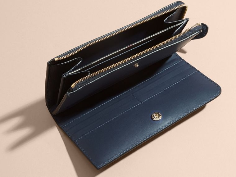 Grainy Leather Ziparound Wallet in Blue Carbon - Women | Burberry - cell image 4