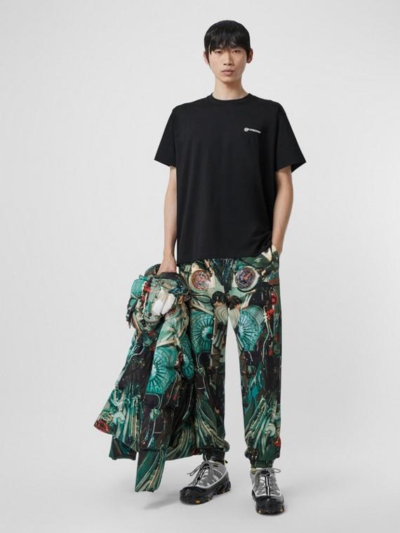 Объемная футболка с принтом в виде геолокации (Черный)