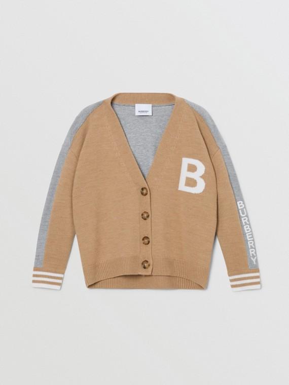 Rebeca en lana de merino con motivo de letra B en jacquard (Cámel)